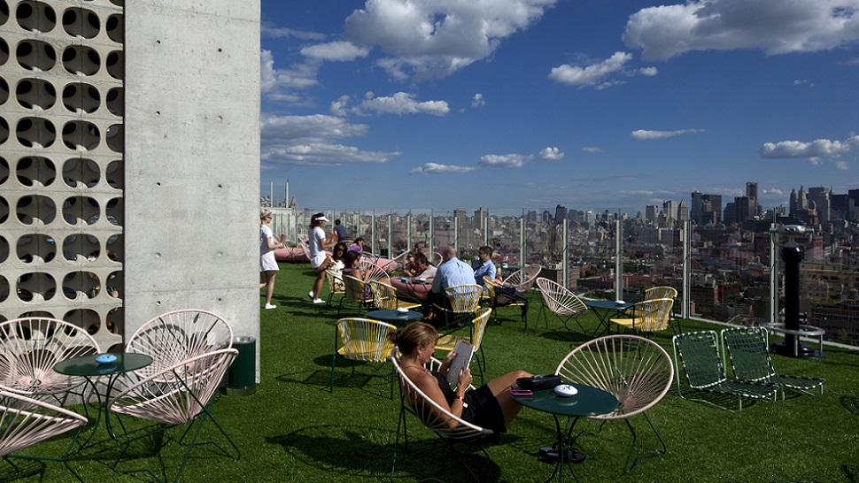 Top 10 world s most spectacular hotel rooftops the for Bain new york
