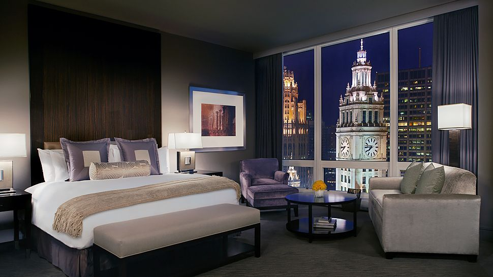 Top 10 hotel rooms with a spectacular view the luxury for Chicago resorts