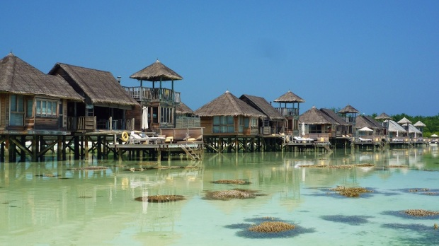 VILLA SUITES AT LOW TIDE
