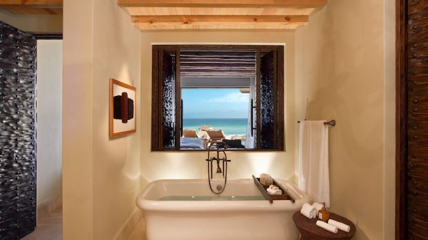 PEDEGRAL SUITE BATHTUB