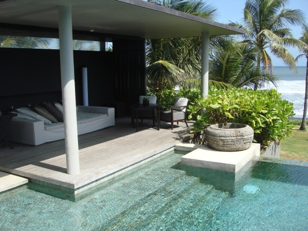 POOL VILLA & OUTDOOR LOUNGE