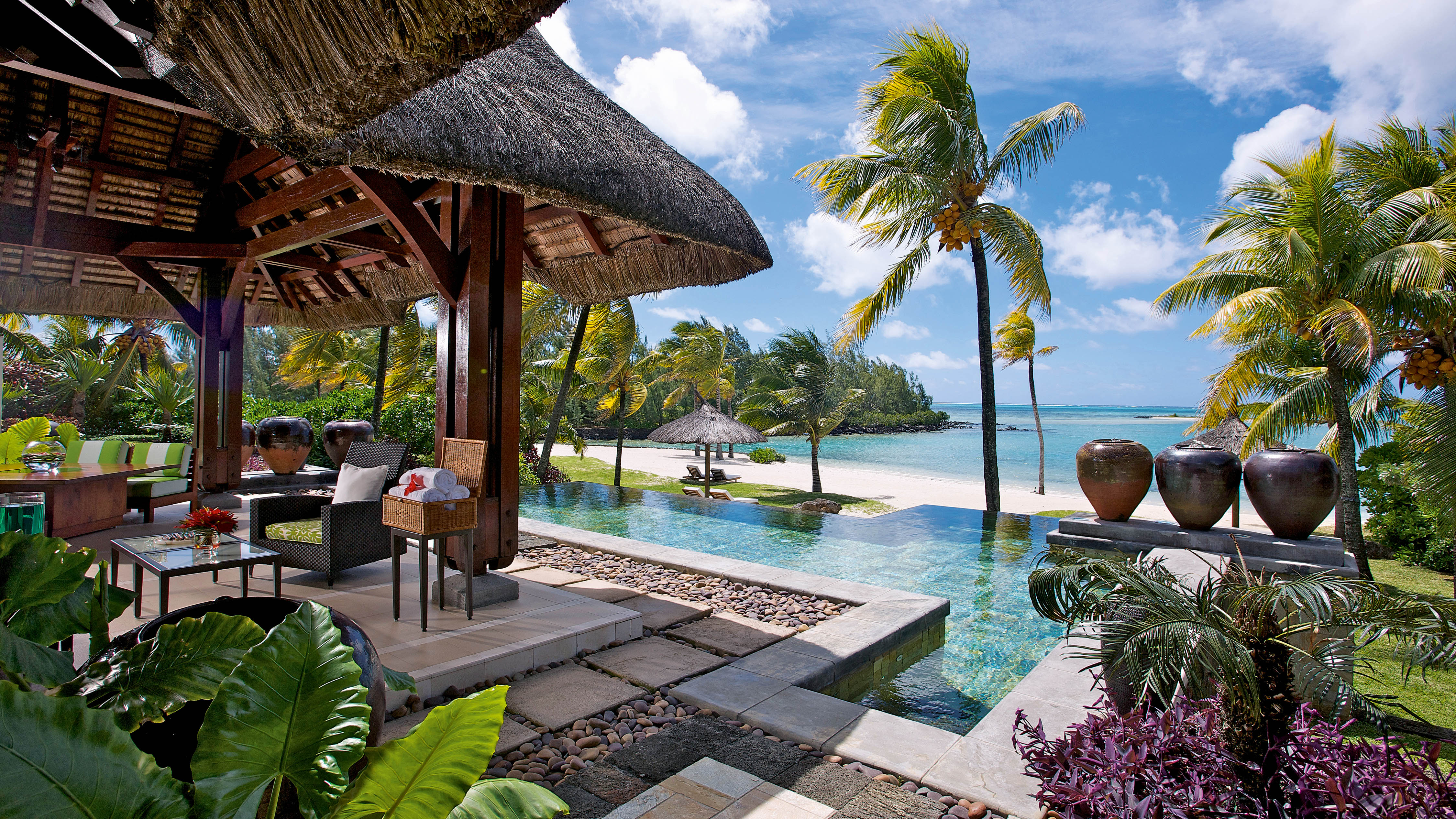 Top 10 best luxury resorts in mauritius the luxury for Luxury hotel accommodation