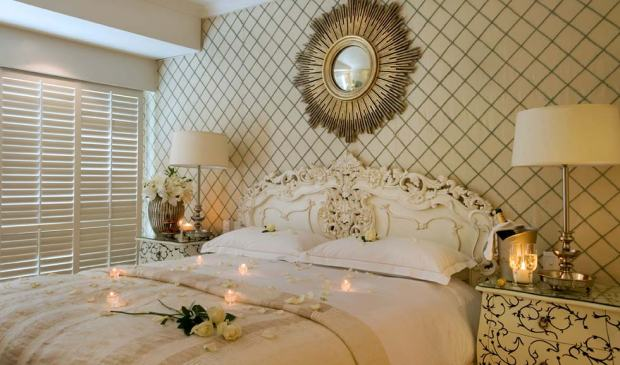 ROMANTIC TURNDOWN