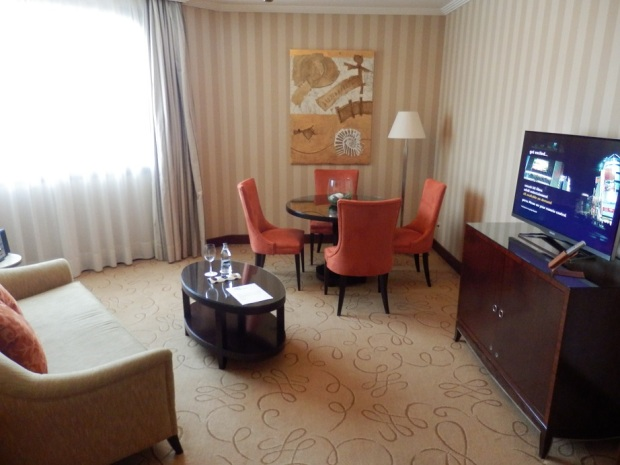 EXECUTIVE SUITE - LIVING ROOM