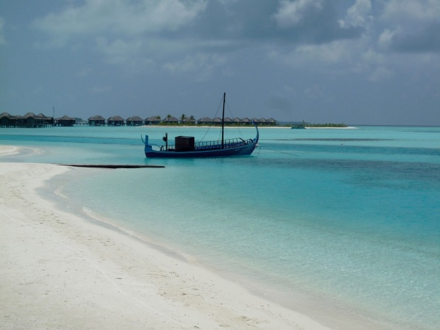 NALADHU BEACH & LAGOON (WITH VIEW ON VELI ISLAND)