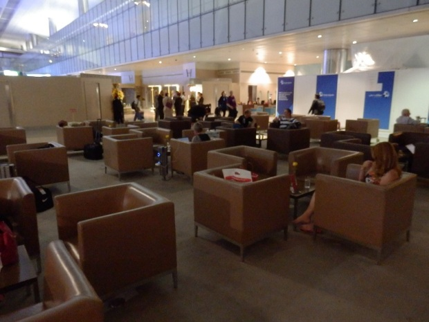 EMIRATES BUSINESS CLASS LOUNGE - SEATING AREA