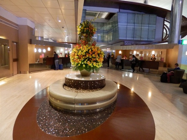 EMIRATES BUSINESS CLASS LOUNGE - ENTRANCE