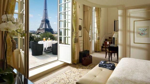 SUITE, SHANGRI-LA HOTEL, PARIS, FRANCE