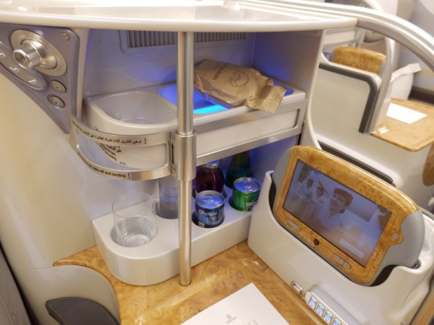 BUSINESS CLASS SEAT 23K: CONTROL PANEL & MINIBAR
