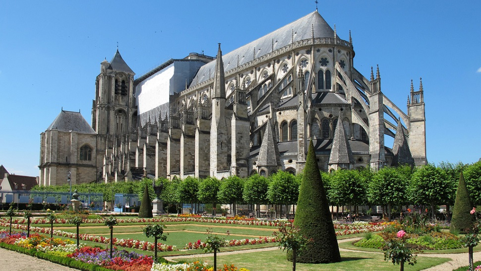 top 10 most beautiful cathedrals of france the luxury travel expert. Black Bedroom Furniture Sets. Home Design Ideas
