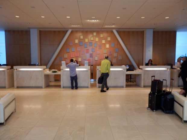 AMERICAN AIRLINES LOUNGE AT LAX: ENTRANCE