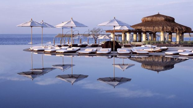 TOP 10 BEST LUXURY HOTELS TO SPOT CELEBRITIES