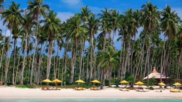 TOP 10 MOST BEAUTIFUL HOTEL BEACHES IN THE WORLD