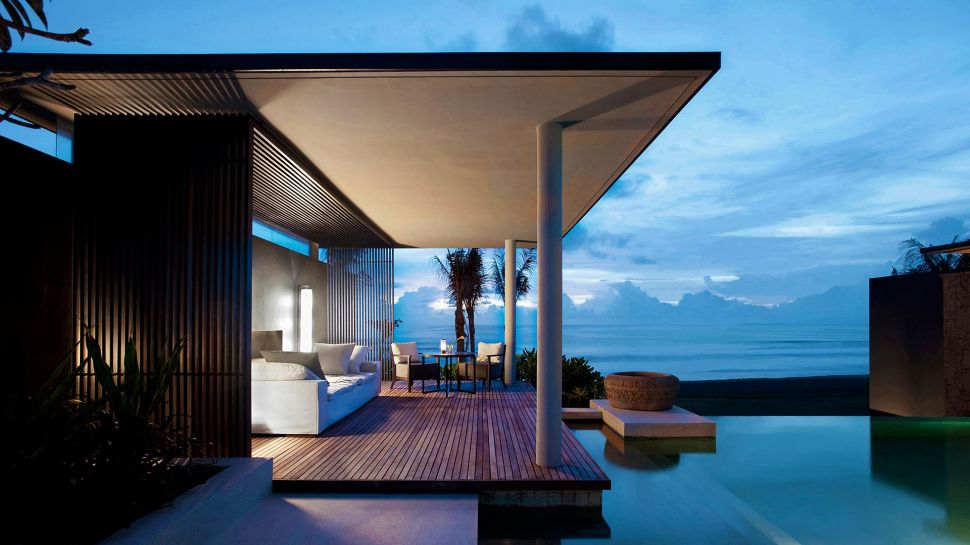 Top 10 world s most amazing beach hotels the luxury for Most luxurious beach resorts in the world