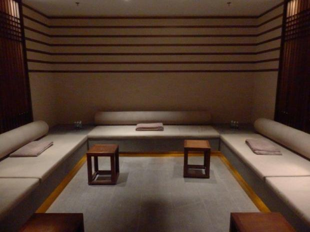 LOCKER ROOM: RELAXATION AREA