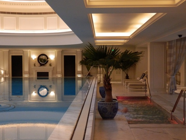 SWIMMING POOL & JACUZZI