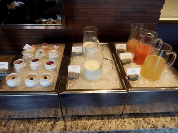 CLUB LOUNGE: BREAKFAST