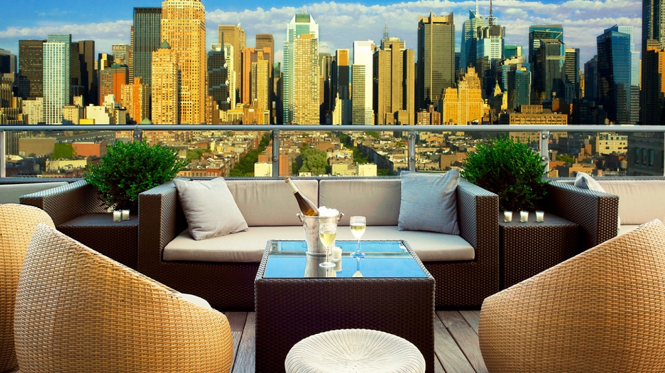 Top 10 best rooftop bars in new york city the luxury for Top design hotels new york