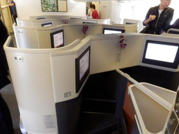LARGE BUSINESS CLASS CABIN; MIDDLE SEATS