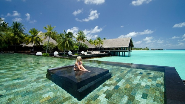 GET A FREE NIGHT AT THE ONE&ONLY REETHI RAH, MALDIVES, WITH A HOTEL PROMOTION