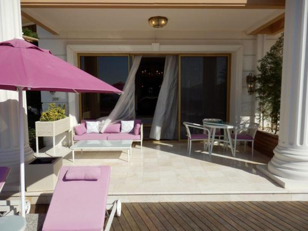 GRAND SUITE: PRIVATE TERRACE