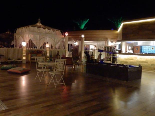 AL NAFOORAH RESTAURANT AT NIGHT