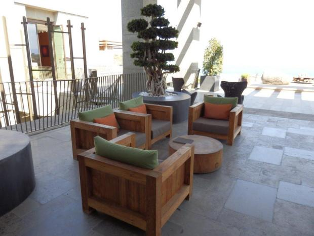 LOBBY - OUTDOOR AREA