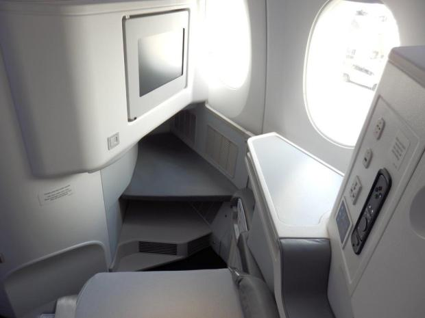 BUSINESS CLASS: WINDOW SEAT