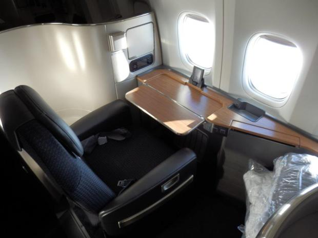 FIRST CLASS SEAT: DESK FACING THE WINDOWS