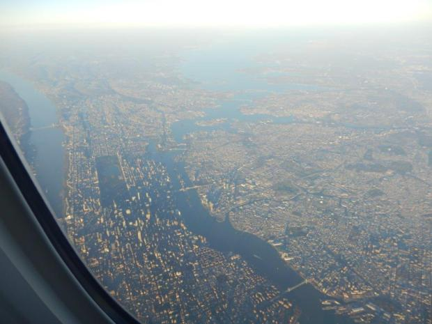 LANDING IN NY: VIEW OF MANHATTAN AND CENTRAL PARK