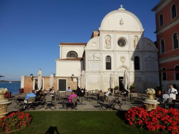 HOTEL GROUNDS: SAN CLEMENTE CHURCH & SQUARE