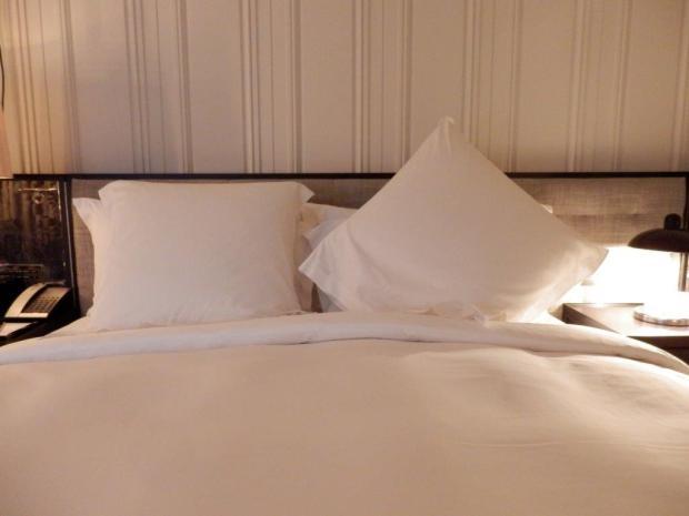 PREMIER SUITE: BEDROOM