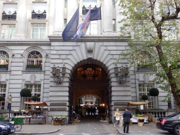 HOTEL FACADE: ENTRANCE TO COURTYARD