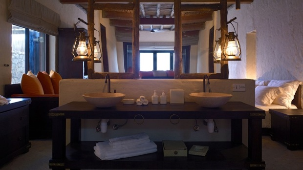 VILLA BATHROOM