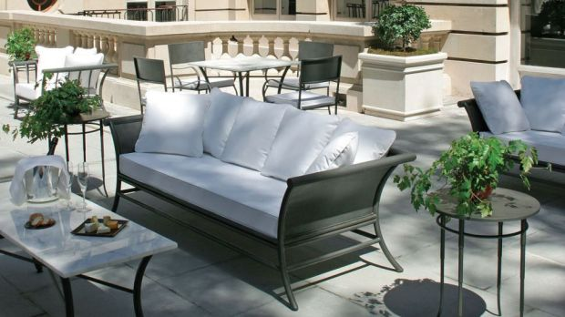 EXTERIOR PATIO COUCH