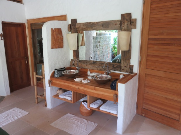 FAMILY VILLA SUITE WITH POOL: BATHROOM