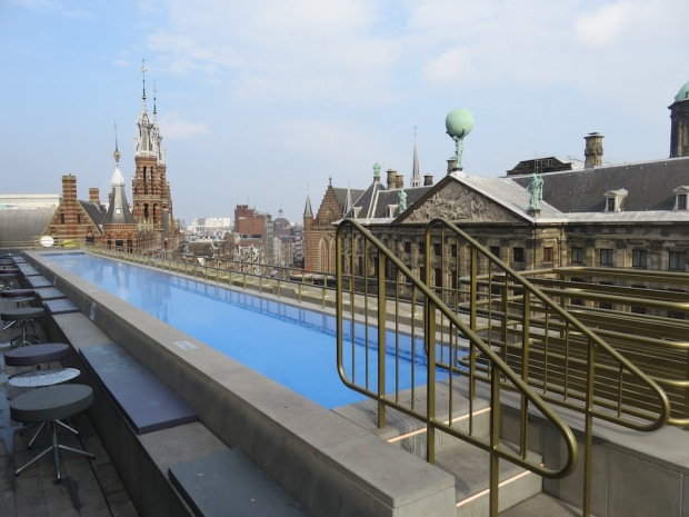 ROOFTOP TERRACE: POOL