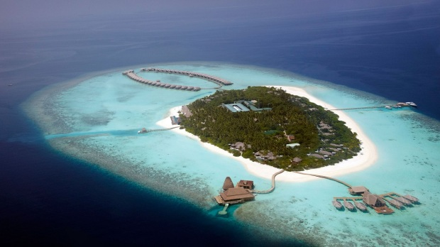 READ MY TIPS TO GET THE BEST DEAL AT A LUXURY HOTEL (PHOTO: ANANTARA KIHAVAH MALDIVES)