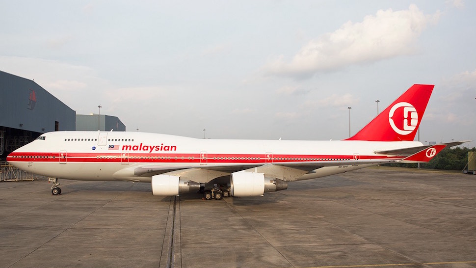 https://theluxurytravelexpert.files.wordpress.com/2016/04/malaysia-airlines-b747-retrolivery-c2a9jal-djamalus.jpg