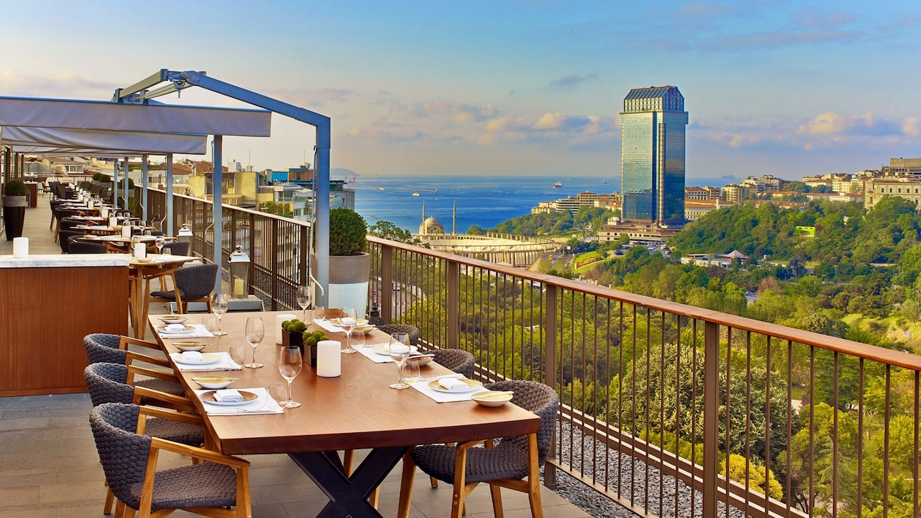 Top 10 europe s most stunning hotel rooftops the luxury for Designhotel istanbul