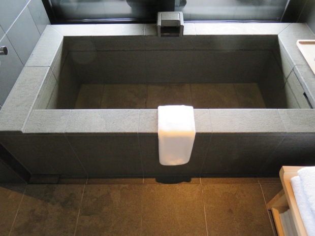 SORA SUITE: BATHROOM