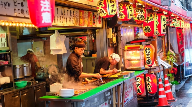 SAMPLE ON STREETFOOD IN OSAKA
