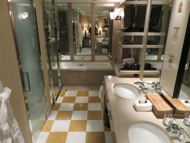 PARK SUITE: BATHROOM
