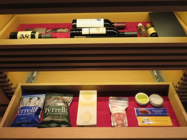 LUXURY ROOM: MINIBAR