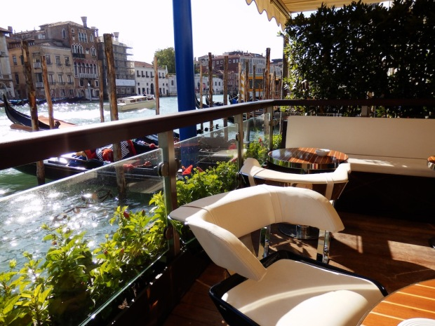 THE RIVA LOUNGE