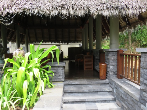 COMMUNAL AREAS: OPEN AIR LOBBY