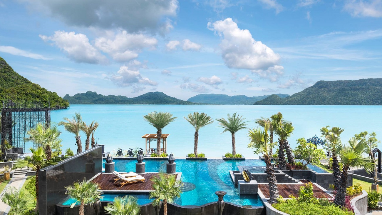 Top 10 the most astonishing beach retreats in asia the for List of luxury hotels