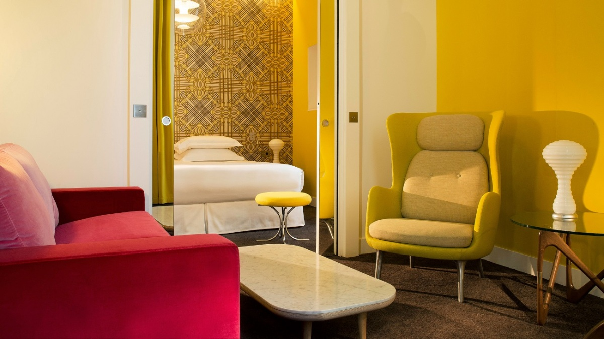 Top 10 best small romantic hotels in paris the luxury for Small romantic hotels