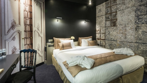 top 10 best small romantic hotels in paris the luxury. Black Bedroom Furniture Sets. Home Design Ideas