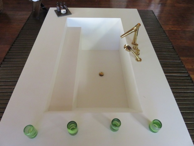PRESIDENTIAL VILLA: BATHROOM